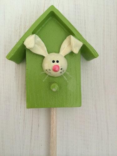 Kaninhus grön på pinne
