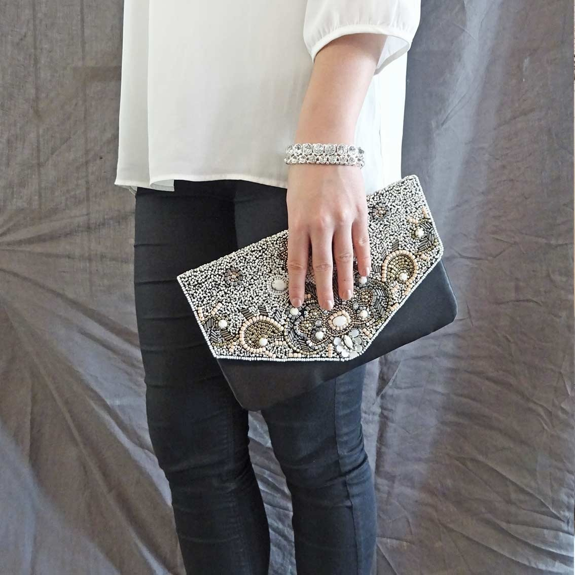 Isolina Beaded  Clutch Pink