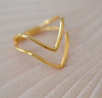 Tiny  Ring  Arrow  Guld