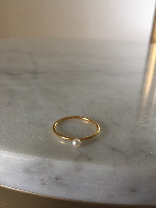 Tiny  Ring  Pearl  Guld