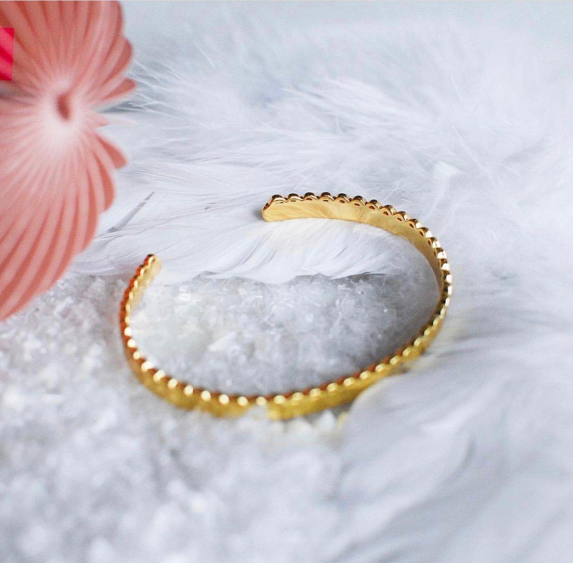 Minimalistica Bangle Guld