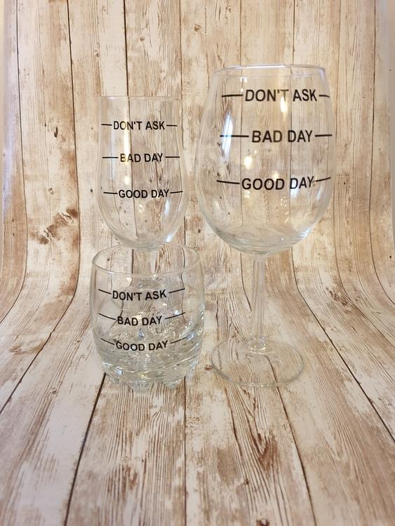 vin, öl, whiskeylglas med kul text