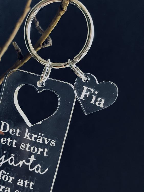 Ett stort hjärta! Nyckelring med eget namn