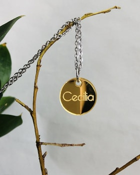 Namnsmycke i guld - cirkel