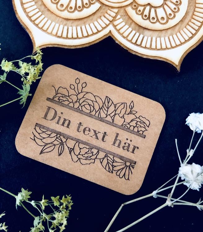 """""""Flowers"""" - Etikett i veganskt läder med eget namn / ord / text"""