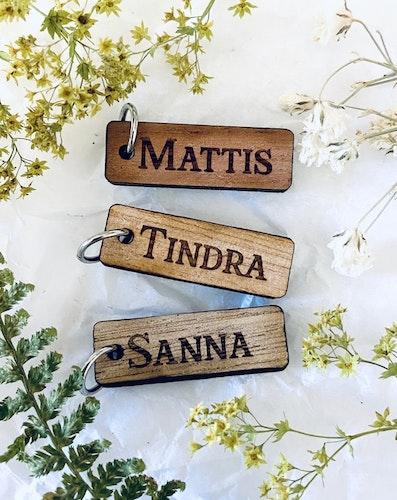 Berlock med namn - trä