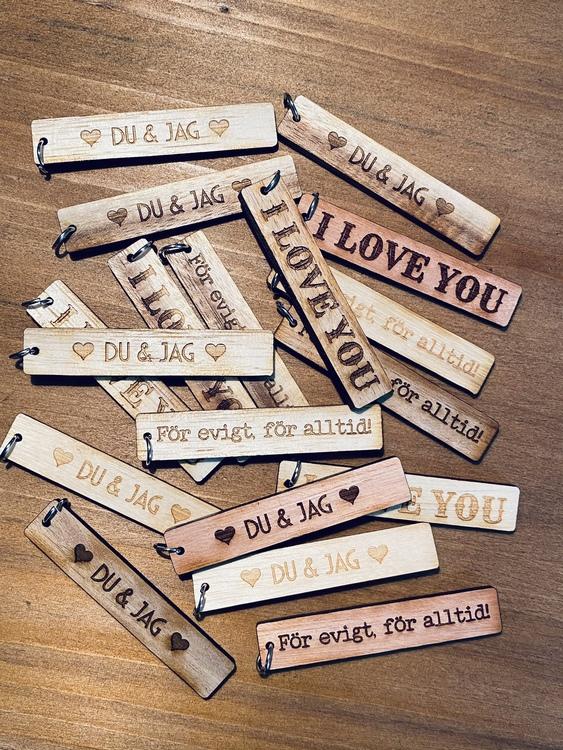 Kärleksbrickor - trä - tre olika texter