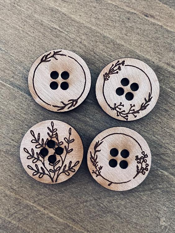 Natur - 8 stycken knappar i trä
