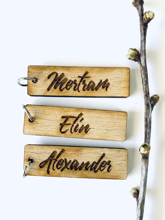 Berlock med namn - trä (stor)