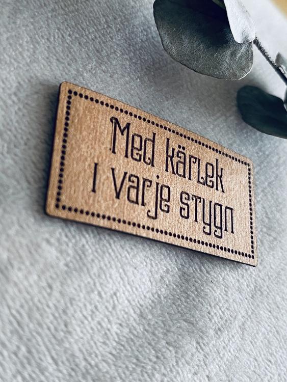 Med kärlek i varje stygn - Etikett i veganskt läder