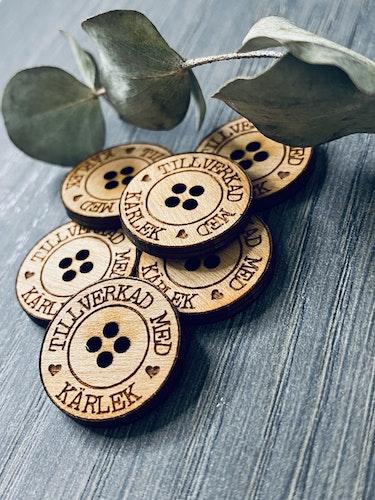 Tillverkad med kärlek - knappar i trä