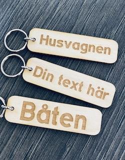 Nyckelring egen text - trä