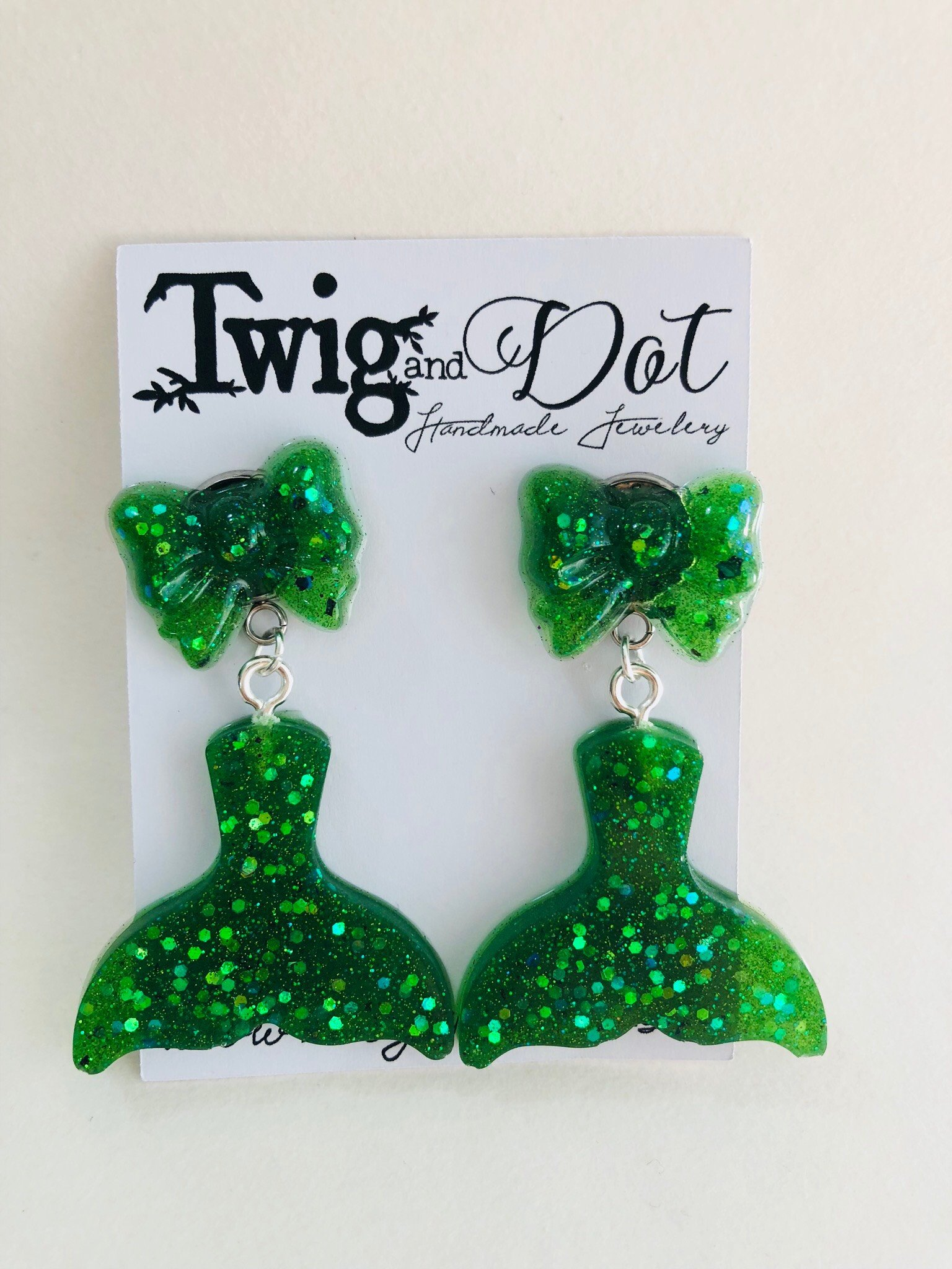 Tail & Bow, Envy green