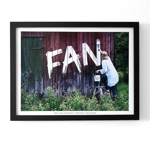 """2:A SORTERING Fotografi """"MÅLA FAN PÅ VÄGGEN"""" (poster/print 30x40 cm)"""