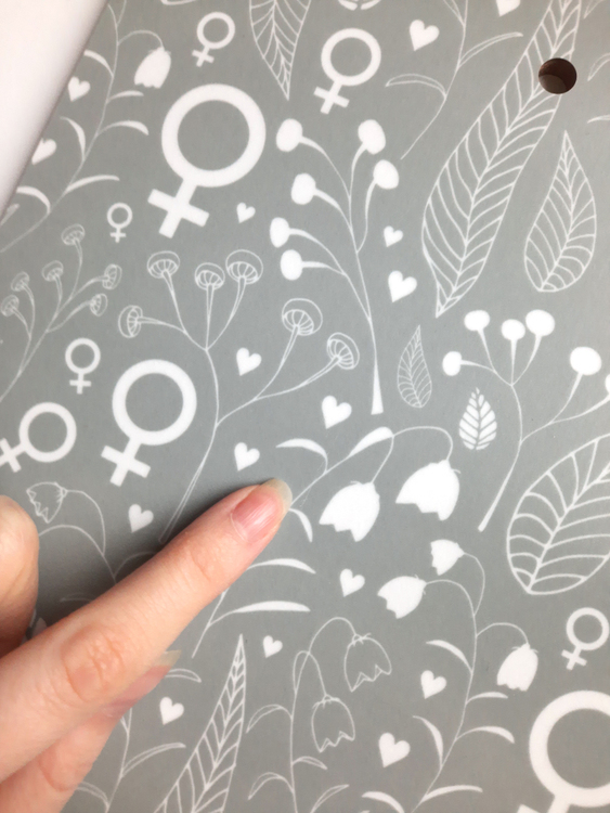 2:A SORTERING! Skärbräda / kvinnosymbolen / grågrön/gråblå