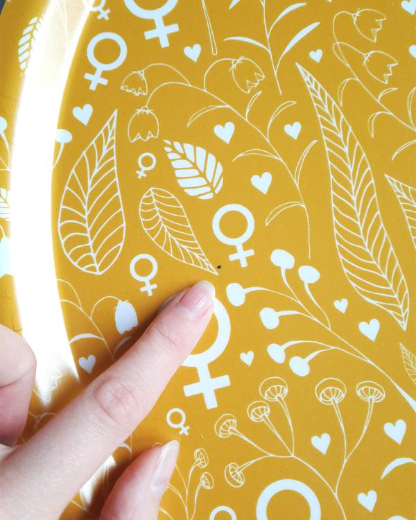 2:A SORTERING (NR.1)! Feministbricka / blomsteräng / senapsgul / 38 cm