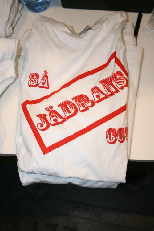 """T-shirt """"Så JÄDRANS Cool""""-tryck"""