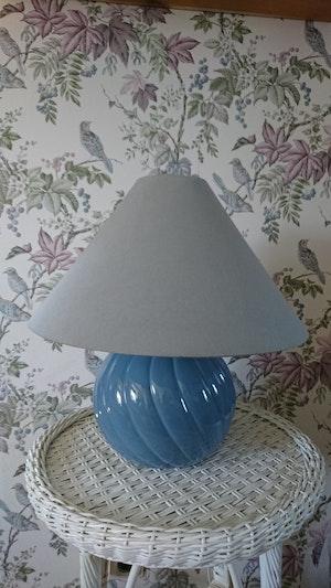 Bordslampa klot blå