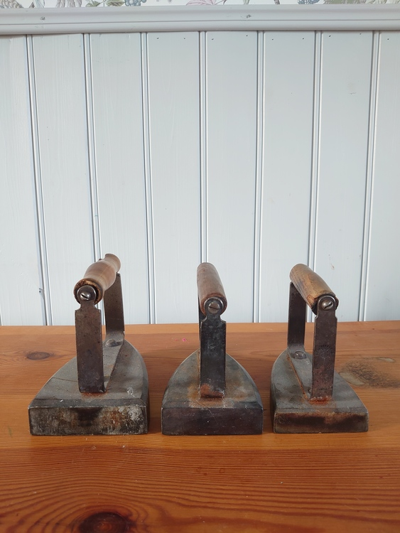 Antika strykjärn 3 stycken