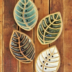 Tvålfat löv, keramik - Malin i Ratan