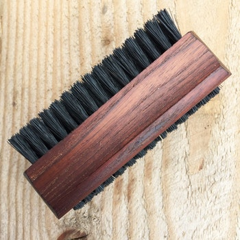 Nagelborste värmebehandlat trä