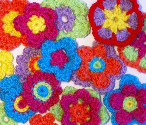 Sju sorter blommor virkmönster