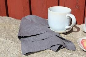 Mörkgrå servett i stentvättat linne.
