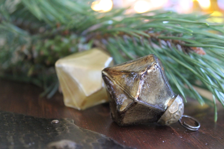 Liten juldekoration brungrå