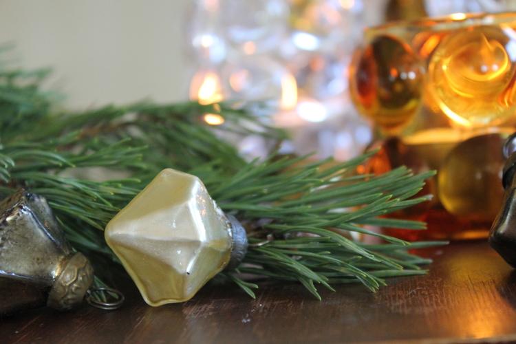 Liten juldekoration krämfärgad