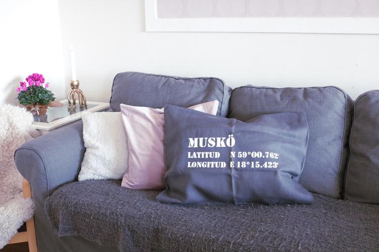 Kuddfodral Mörkgrå - Stikkan Design