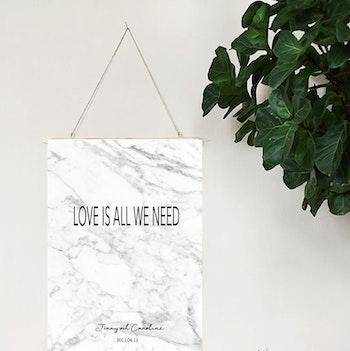 Bröllopstavla Love is all we need