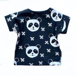 Panda black t shirt med uppvik