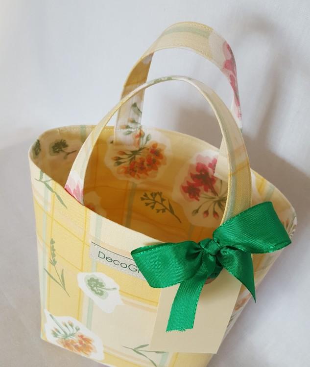 Återanvändbar presentpåse i tyg