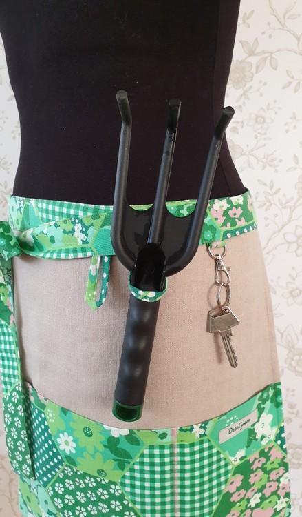 Trädgårdsförkläde med öglor och karbinhake
