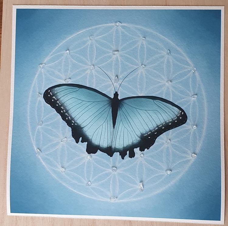 Livets fjäril ljusblå med Bergskristall och Celestin