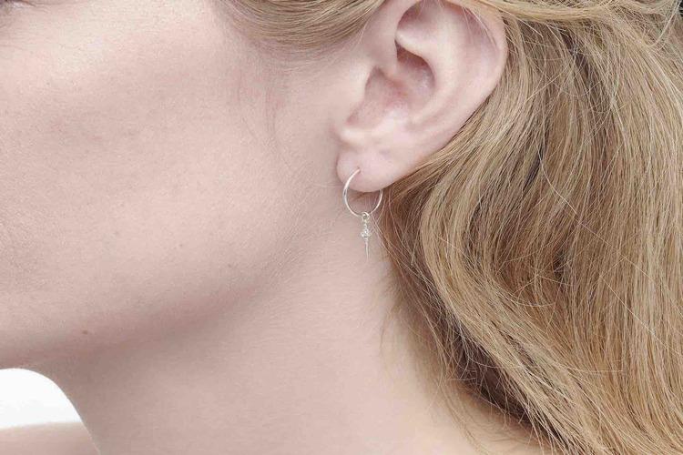 Frejas små silverörhängen