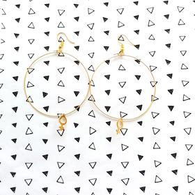 Guldhoops med kvinnosymboler