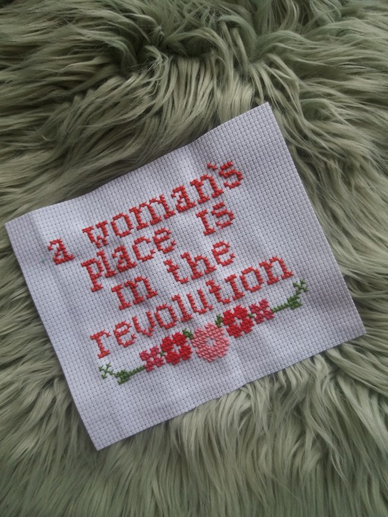 Broderi A woman´s place is in the revolution