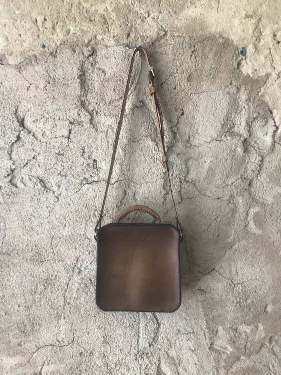 • Shoulderbag Square • 5 Colors •