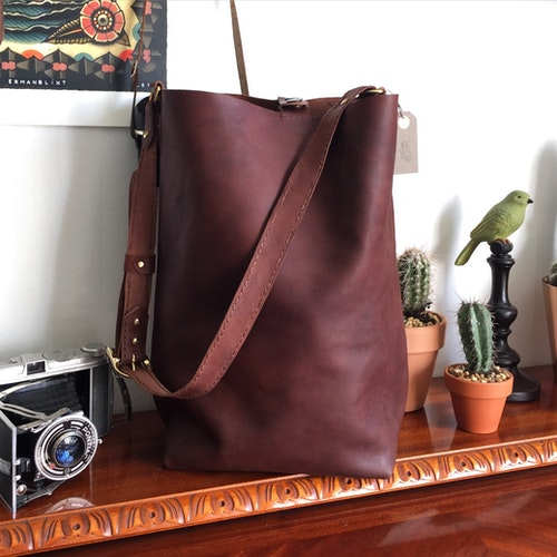 • Leather Tote Brown •
