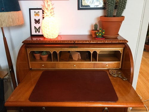 • Underlay Desk •