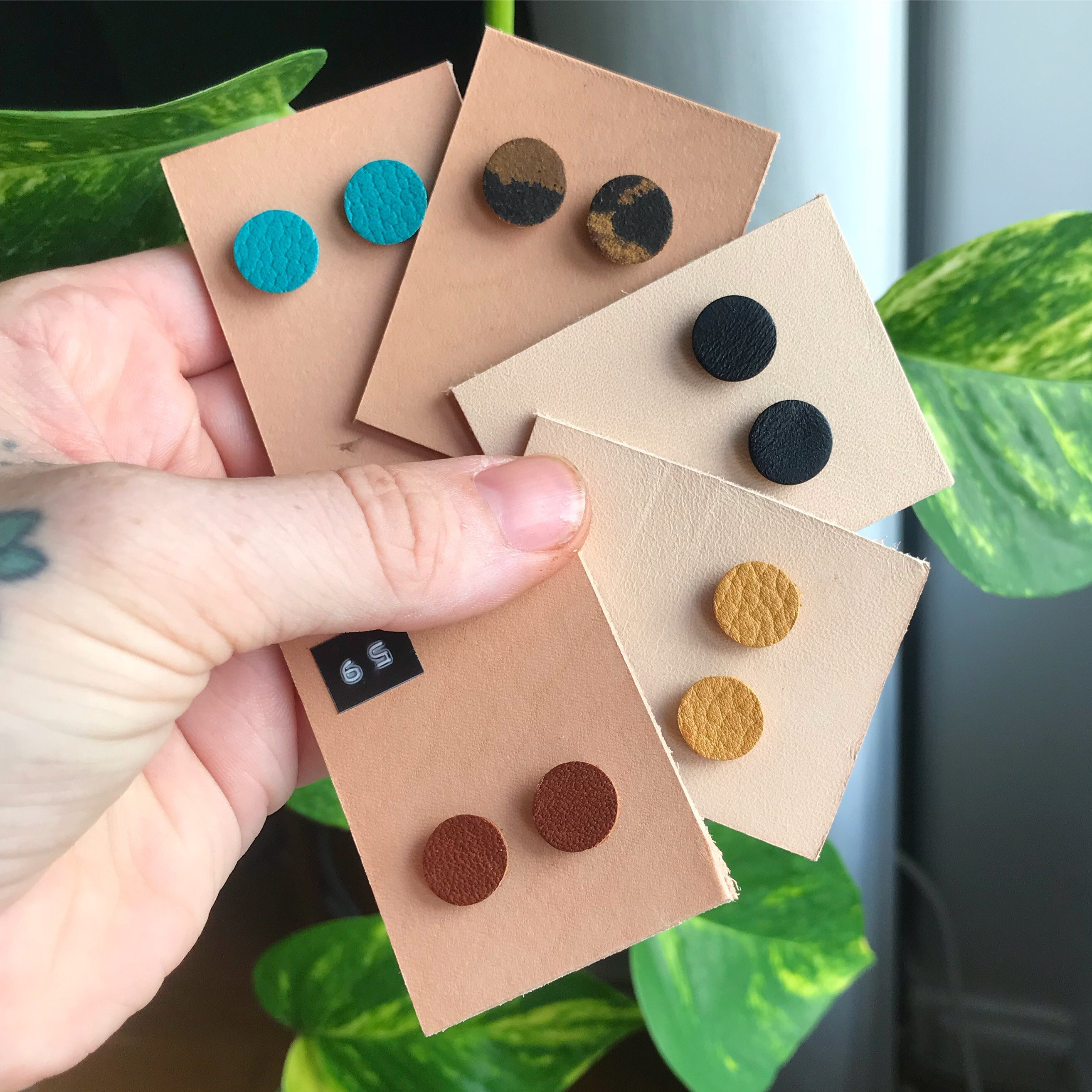 • Earring Leather Dot 9 colors •