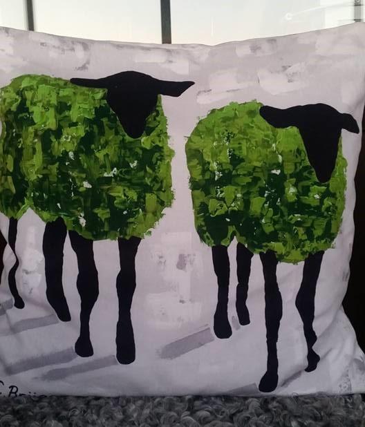 Konstkudde med får, design C.Brüggmann. Kudde med får, fårkudde /fårkuddar. Konst på Kudde av cbruggmann.se