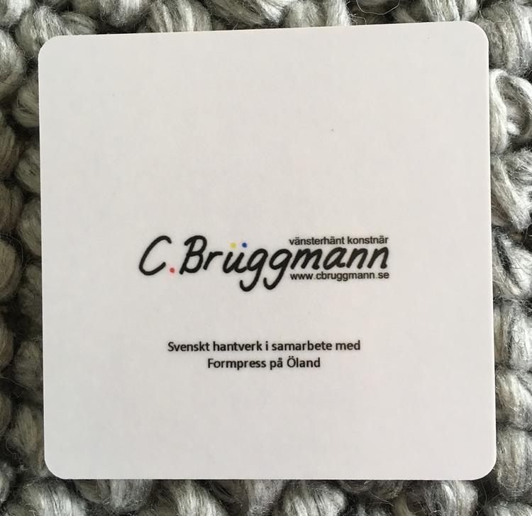 Svensk design tillverkat i Sverige. Glasunderlägg med konst från C.Brüggmann. Tåliga glasunderlägg, bra kvalié.