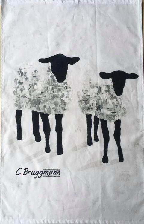 Designad kökshandduk av svenska designer C.Brüggmann. Du kan med fördel även använda den som gästhandduk.