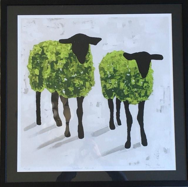 Färgglad tavla med får. Fårtavlor av C.Brüggmann har spridit sig runtom i världen. Grön tavla.