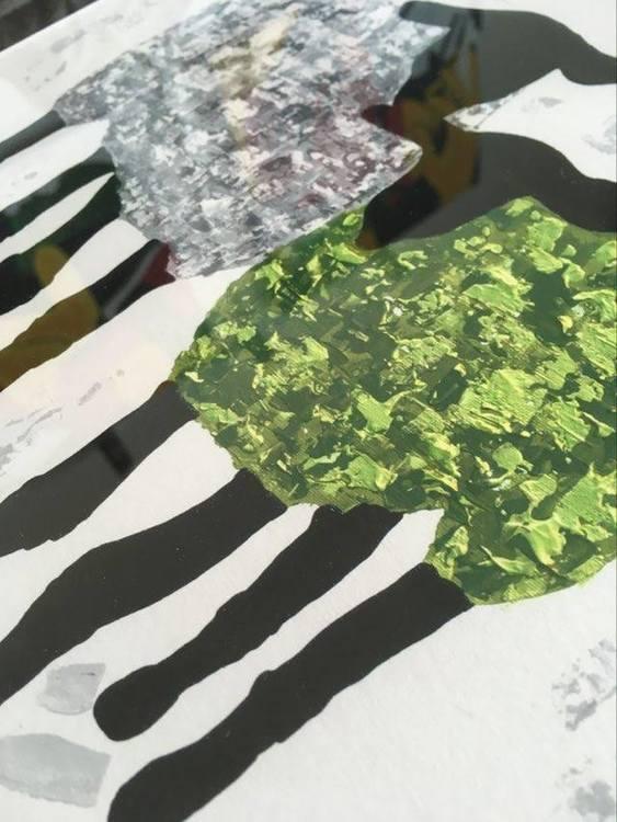 Kärleksfulla får på tavla. Grön och grå tavla. Catharina gör fårtavlor i många olika färger.