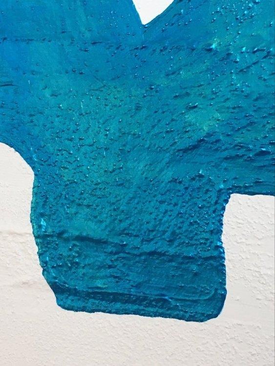 Akrylfärg med metallicglans. Oerhört vacker tavla i olika ljus med kärlekstema. Kärlekstavlor kan köpas på cbruggmann.se