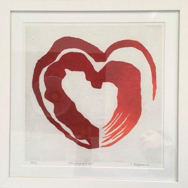 Tavla med rött hjärta. Konst med kärlekstema av C.Brüggmann. Konst till hemmet.