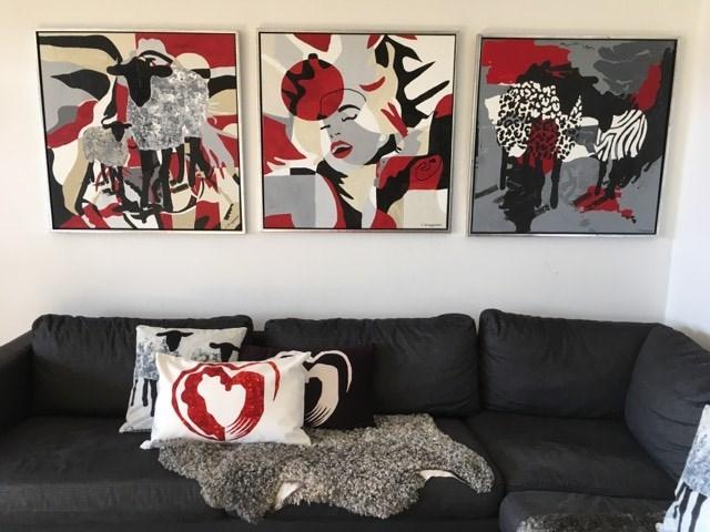 Såhär snyggt kan det se ut med tavlor i ditt nya hem. Inred med konst. Inspirationstips gällande snygga tavlor.